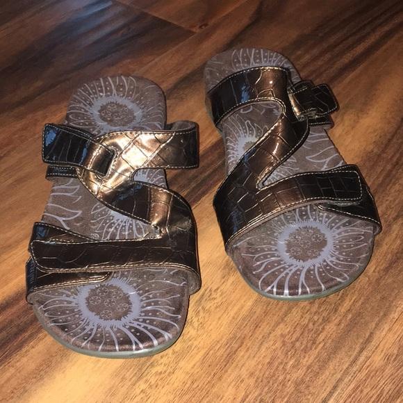 9ba8535872b9 Vionic Shore Sandal Slide Bronze Sandals. M 5b2d9786baebf68911aa7ed3
